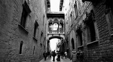 Itinerario por las historias ocultas de los hoteles más devastadores de Ciutat Vella.
