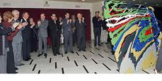 Inaugurada en la entrada del Liceo la escultura 'Páginas', homenaje de Juan Navarro Baldeweg a Ignasi de Solà-Morales