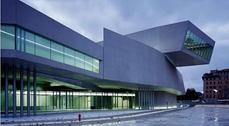 Zaha Hadid se lleva el Stirling por el museo MAXXI de Roma.