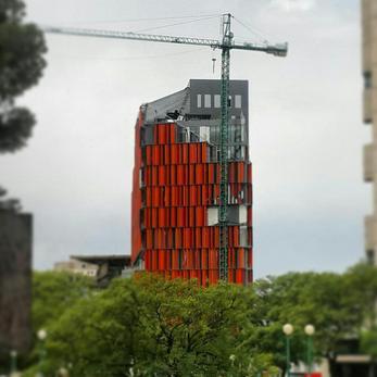 Bia-ar_arquitectura_premio_lucianobarolli_rumbo_a_la_bia-ar_costanera_edificio_t_naranja_big
