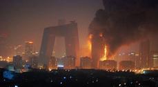 Arde el TVCC, uno de los símbolos de la nueva Pekín