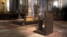 Jaume Bach realiza el nuevo diseño del altar y el transepto de la catedral de Parma, Italia